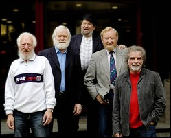 The Dubliners - © From left to right: Eamonn Campbell, John Sheahan, Barney McKenna, Séan Cannon and Patsy Watchorn.