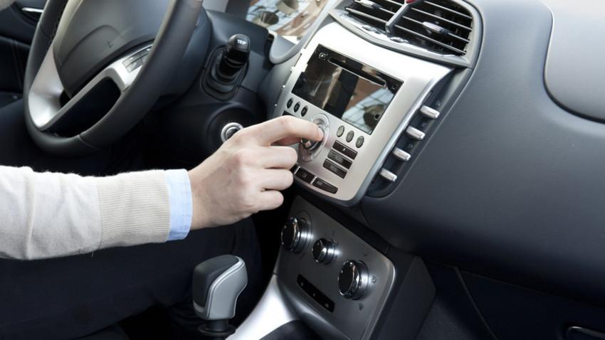 Hören Sie Radio Swiss Classic schon im Auto? - Mit dem Ausrüsten der Tunnels mit DAB+ wird das Hören von Radio Swiss Classic im Auto immer attraktiver. (Quelle: Paolese Fotolia.com)